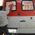 Corte e aplicação de adesivo na viatura do SAMU de Brodowski-SP
